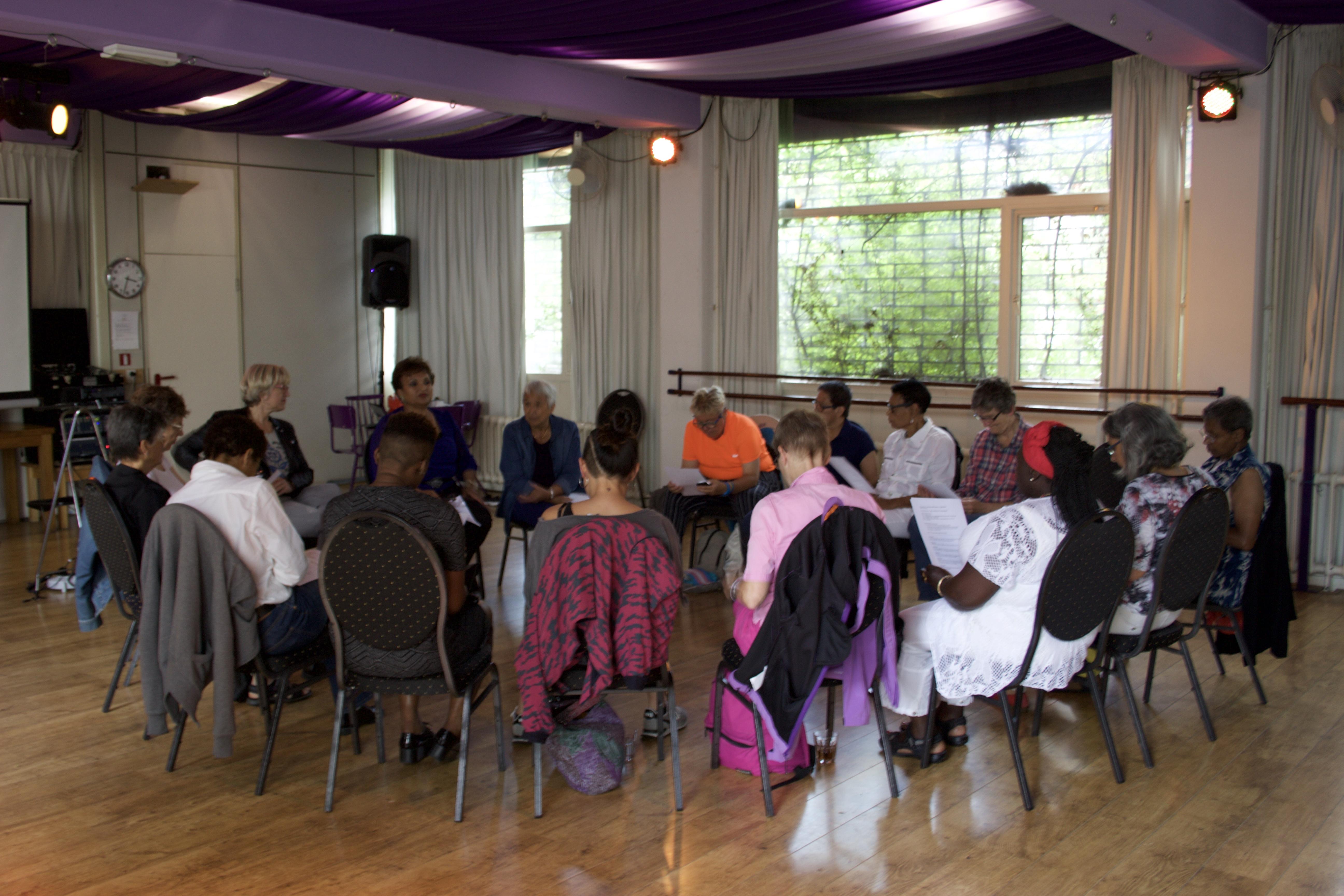 The Mirror Centre.Workshop Voor Vrouwen In Het Mirror Centre Mil Colores